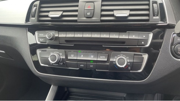 2017 BMW 118i M Sport 5-door (White) - Image: 22