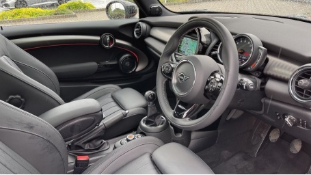 2020 MINI 3-door Cooper Exclusive (Red) - Image: 6