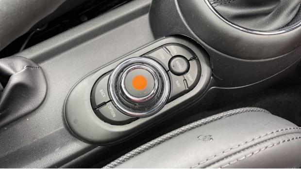 2020 MINI 3-door Cooper Exclusive (Red) - Image: 19