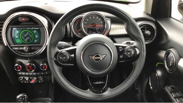 2020 MINI 5-door Cooper Exclusive (Green) - Image: 5