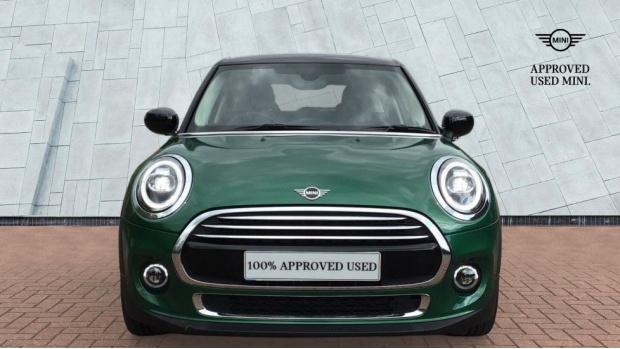 2020 MINI 5-door Cooper Exclusive (Green) - Image: 16
