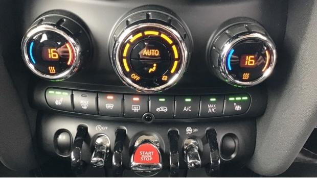 2020 MINI 5-door Cooper Exclusive (Green) - Image: 24