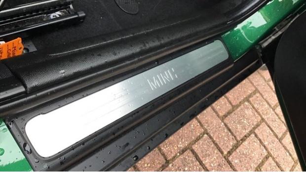 2020 MINI 5-door Cooper Exclusive (Green) - Image: 25