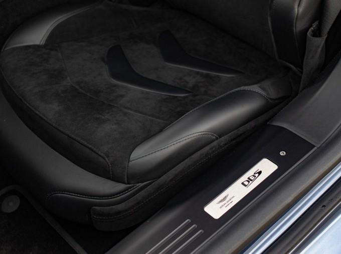 2018 Aston Martin V12 BiTurbo Superleggera Auto 2-door (Blue) - Image: 11