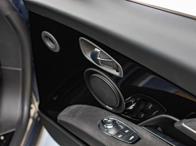 2018 Aston Martin V12 BiTurbo Superleggera Auto 2-door (Blue) - Image: 14