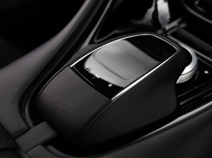 2018 Aston Martin V12 BiTurbo Superleggera Auto 2-door (Blue) - Image: 19