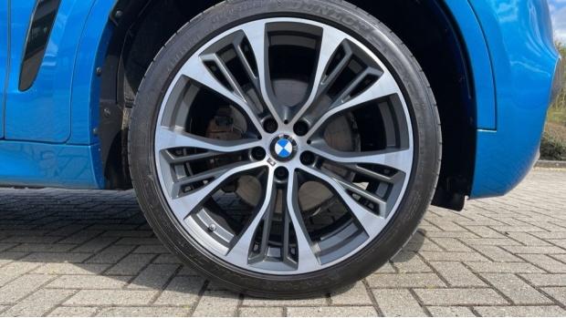 2018 BMW XDrive40d M Sport (Blue) - Image: 14