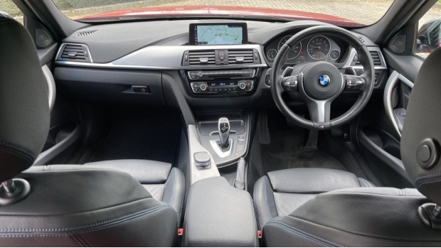 2018 BMW 320i M Sport Shadow Edition Saloon (Red) - Image: 4
