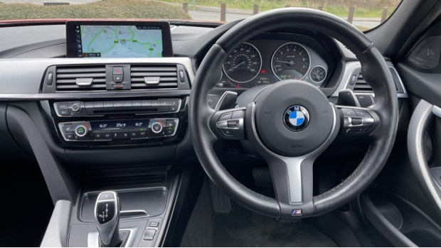 2018 BMW 320i M Sport Shadow Edition Saloon (Red) - Image: 5