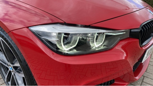2018 BMW 320i M Sport Shadow Edition Saloon (Red) - Image: 23