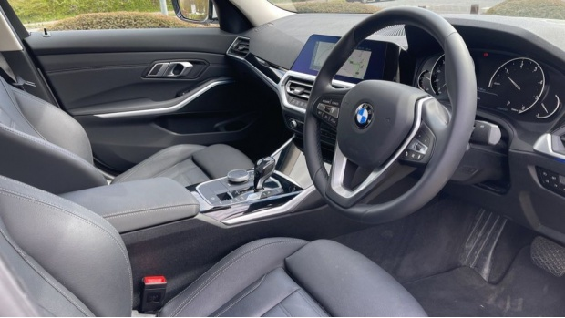 2020 BMW 318d Sport Saloon (White) - Image: 6