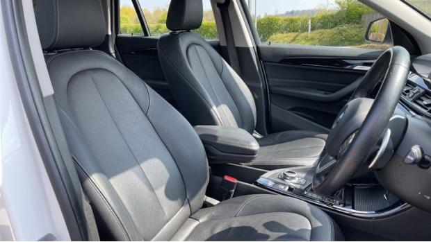 2017 BMW SDrive18d xLine (White) - Image: 11