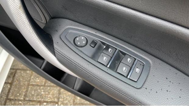 2018 BMW 120i M Sport 5-door (White) - Image: 36