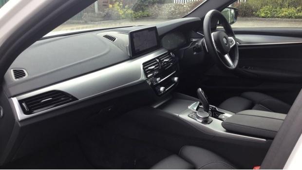 2020 BMW 520d M Sport Touring (White) - Image: 7
