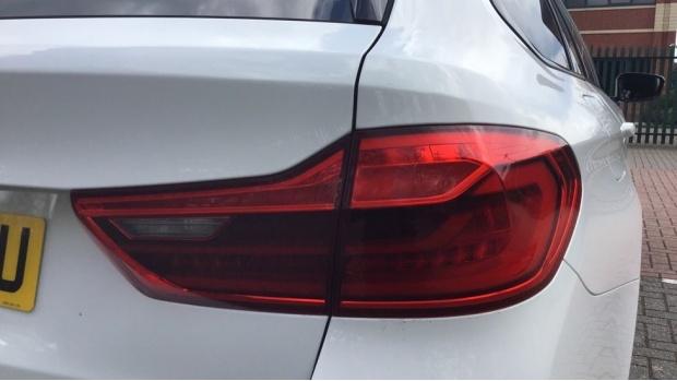2020 BMW 520d M Sport Touring (White) - Image: 22