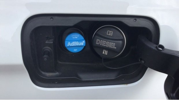 2020 BMW 520d M Sport Touring (White) - Image: 28