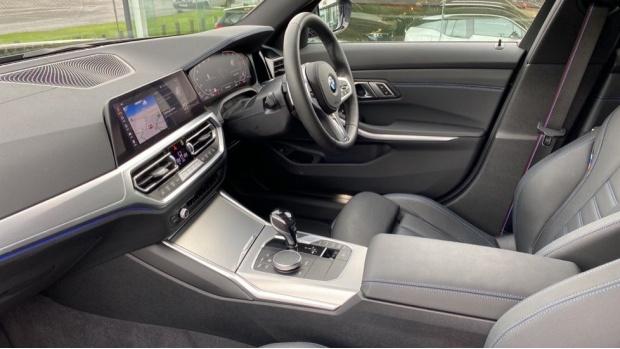 2020 BMW 320d M Sport Touring (Black) - Image: 7
