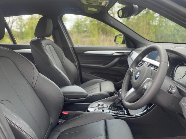 2021 BMW 25e 10kWh M Sport Auto xDrive 5-door (Black) - Image: 11