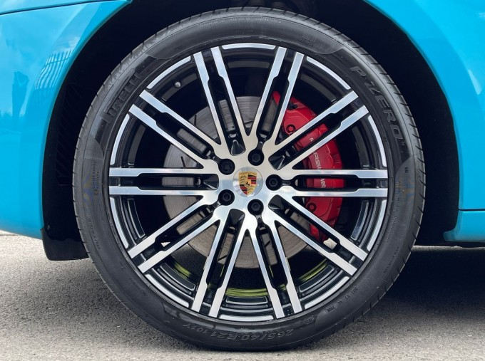 2018 Porsche Turbo Performance PDK 4WD 5-door (Blue) - Image: 4