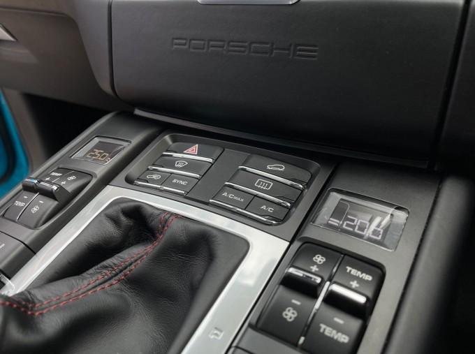 2018 Porsche Turbo Performance PDK 4WD 5-door (Blue) - Image: 12