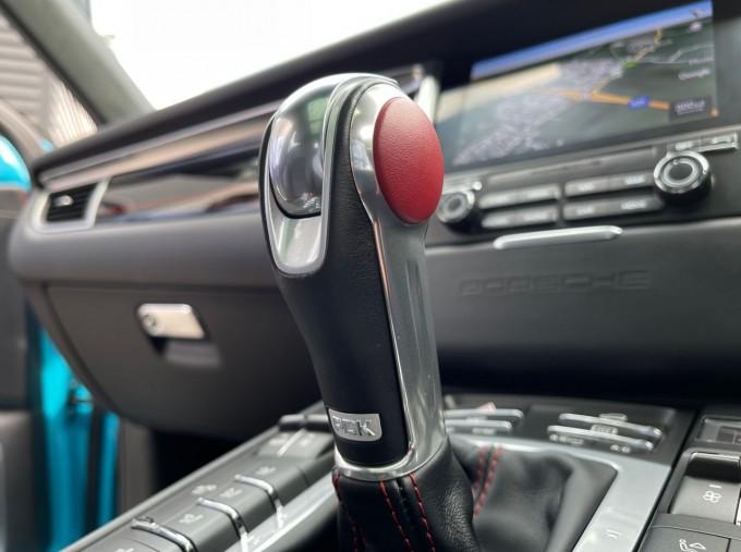 2018 Porsche Turbo Performance PDK 4WD 5-door (Blue) - Image: 23