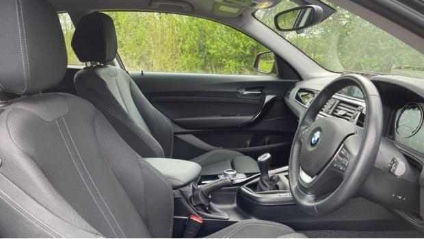 2017 BMW 118d Sport 3-door (Orange) - Image: 11
