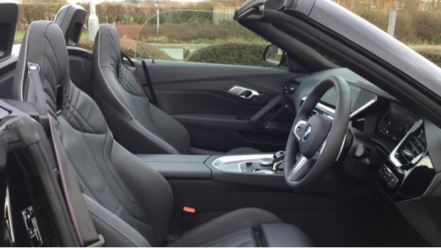 2021 BMW SDrive20i M Sport (Black) - Image: 11
