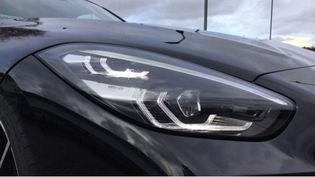2021 BMW SDrive20i M Sport (Black) - Image: 23
