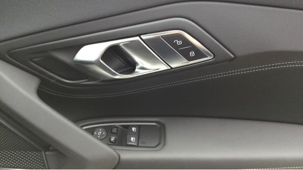 2021 BMW SDrive20i M Sport (Black) - Image: 33