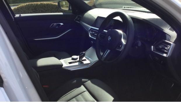 2021 BMW 320d M Sport Saloon (White) - Image: 6