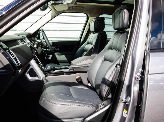 2021 Land Rover D300 MHEV Autobiography Auto 4WD 5-door (Grey) - Image: 3