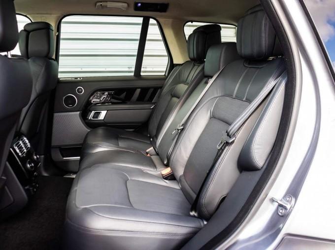 2021 Land Rover D300 MHEV Autobiography Auto 4WD 5-door (Grey) - Image: 4