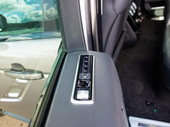 2021 Land Rover D300 MHEV Autobiography Auto 4WD 5-door (Grey) - Image: 24