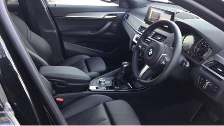 2021 BMW XDrive25e M Sport (Black) - Image: 6
