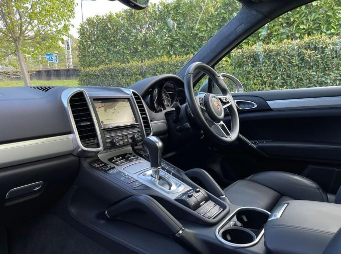 2016 Porsche Turbo Tiptronic 4WD 5-door (Grey) - Image: 3