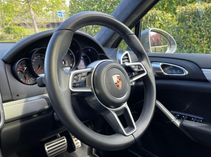 2016 Porsche Turbo Tiptronic 4WD 5-door (Grey) - Image: 11