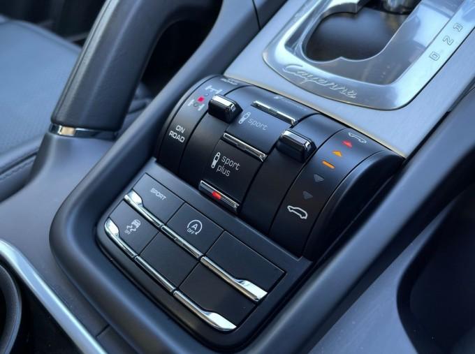 2016 Porsche Turbo Tiptronic 4WD 5-door (Grey) - Image: 14