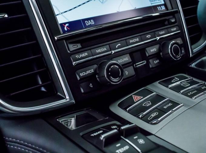 2014 Porsche TD V6 Tiptronic 5-door (Grey) - Image: 25