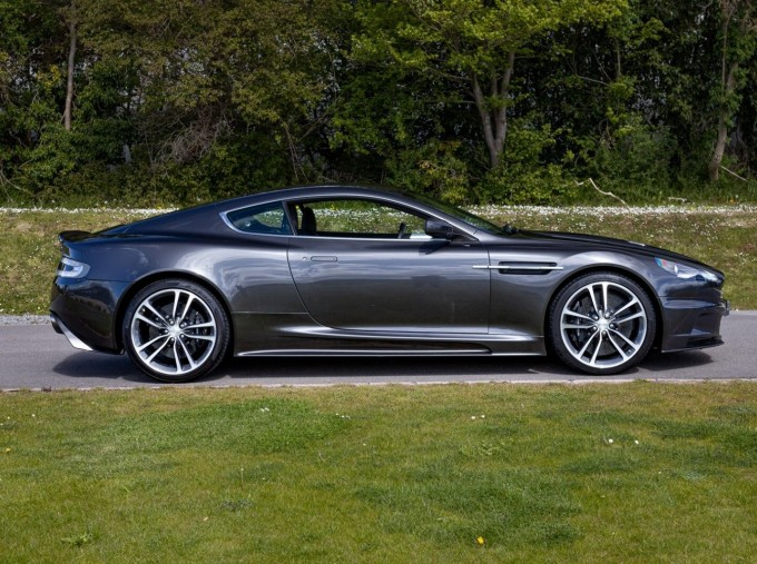 2009 Aston Martin V12 Touchtronic 2-door (Silver) - Image: 3