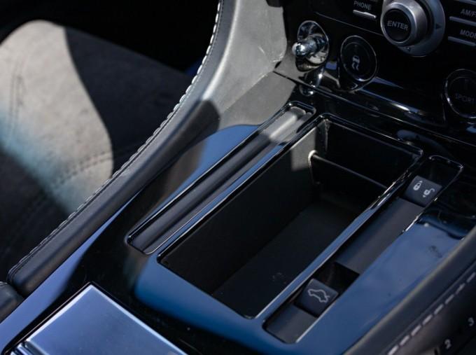2009 Aston Martin V12 Touchtronic 2-door (Silver) - Image: 11