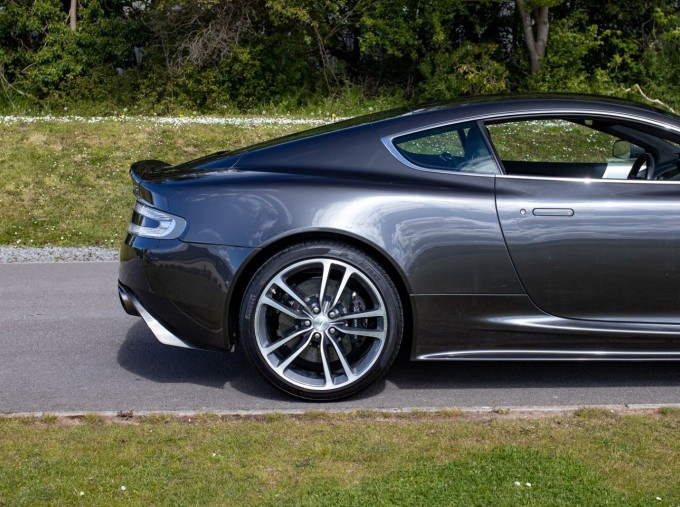 2009 Aston Martin V12 Touchtronic 2-door (Silver) - Image: 25