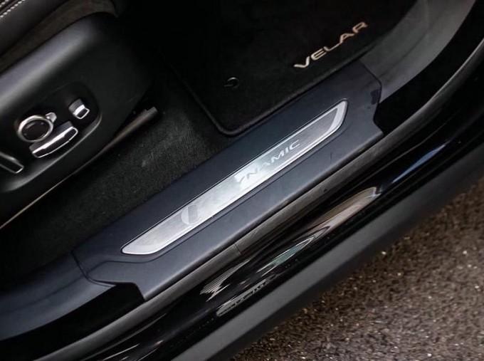 2019 Land Rover P250 R-Dynamic HSE Auto 4WD 5-door (Black) - Image: 14