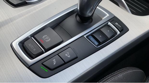 2017 BMW XDrive20d M Sport (White) - Image: 19