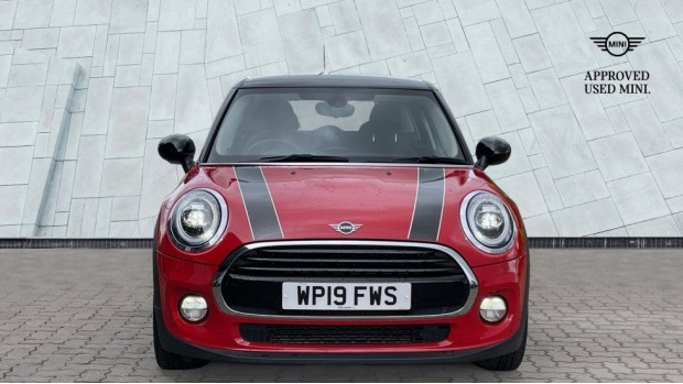 2019 MINI 5-door Cooper Classic (Red) - Image: 16
