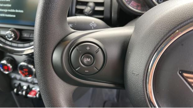 2019 MINI 5-door Cooper Classic (Red) - Image: 17