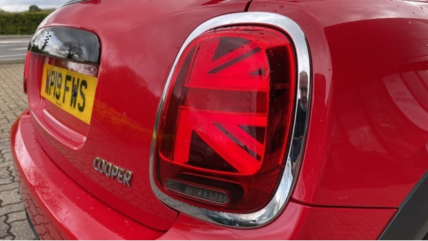 2019 MINI 5-door Cooper Classic (Red) - Image: 22