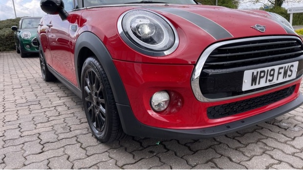 2019 MINI 5-door Cooper Classic (Red) - Image: 28