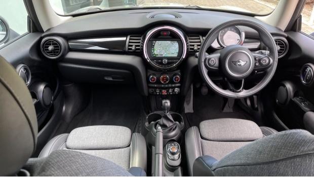 2018 MINI 3-door Cooper D (Grey) - Image: 4