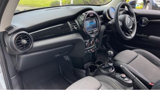 2018 MINI 3-door Cooper D (Grey) - Image: 7