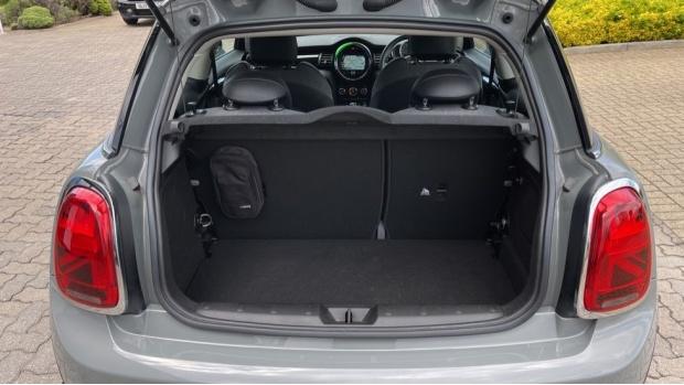 2018 MINI 3-door Cooper D (Grey) - Image: 13